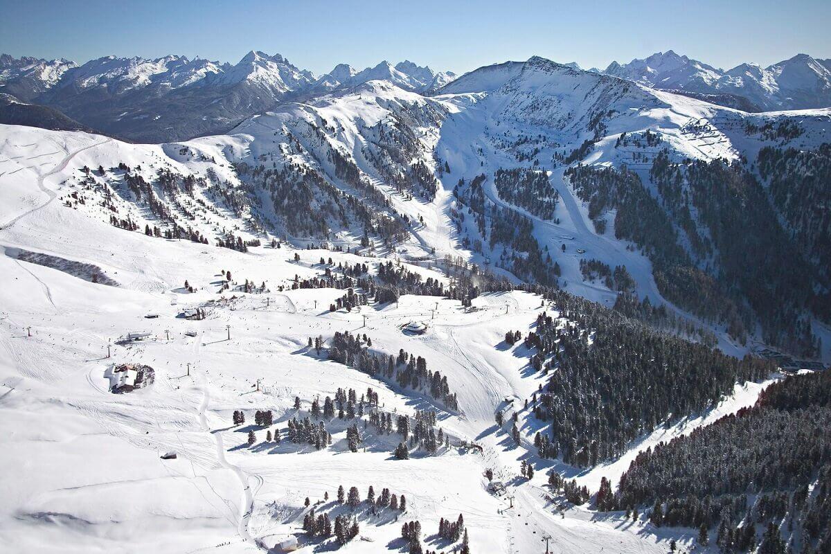 Sciare nelle Dolomiti tra paesaggi mozzafiato